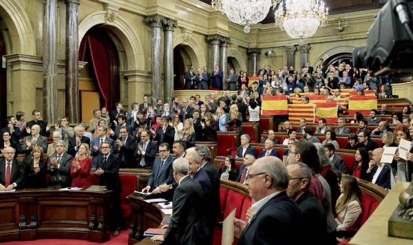 西班牙自治區加泰隆尼亞(Catalan)獨立意識越來越強,9日議會表決通過啟動脫離西班牙獨立議程,遭中央訴諸憲法法庭。(EPA)