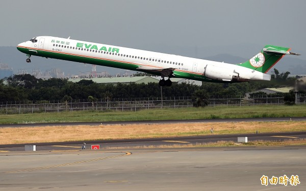 事發後第一班飛台班機已於台北時間今天中午11點順利起飛,將在明早7點5分抵達。圖為長榮客機,與新聞無關。(資料照,記者朱沛雄攝)