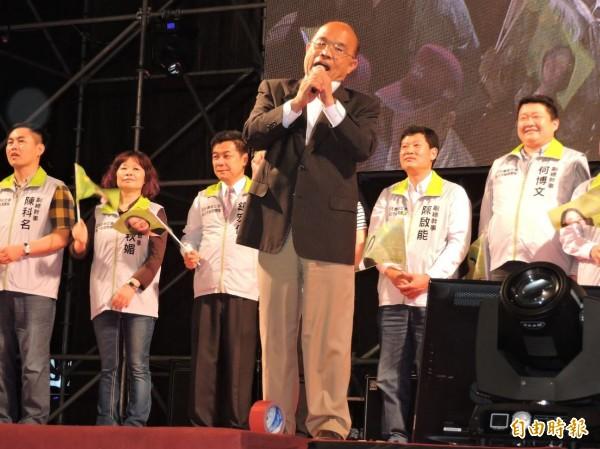 前行政院長、也是前台北縣長的蘇貞昌上台為小英及黨內立委選將站台助勢。(記者賴筱桐攝)