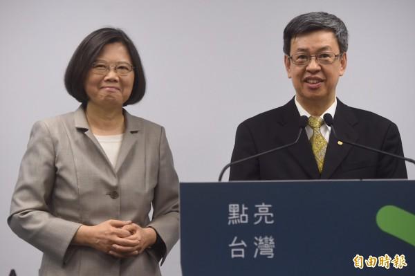 民進黨總統參選人蔡英文,今日召開記者會正式宣布她的副手就是中研院前副院長陳建仁。(記者簡榮豐攝)