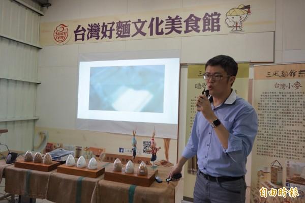 台灣好麵文化美食館開幕,三風食品公司協理林祺豪表示,希望藉由簡單的方式製造麵條並傳遞幸福。(記者歐素美攝)