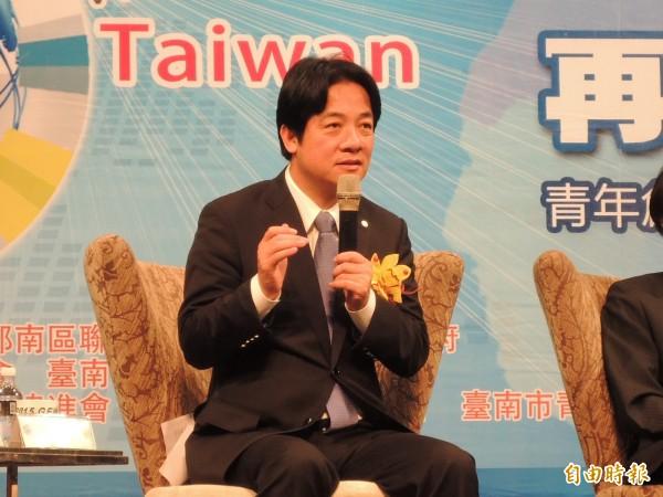 市長賴清德參加「台南市青創論壇」,呼籲台南小吃業改善營業環境,「不要在騎樓地作生意」。(記者洪瑞琴攝)