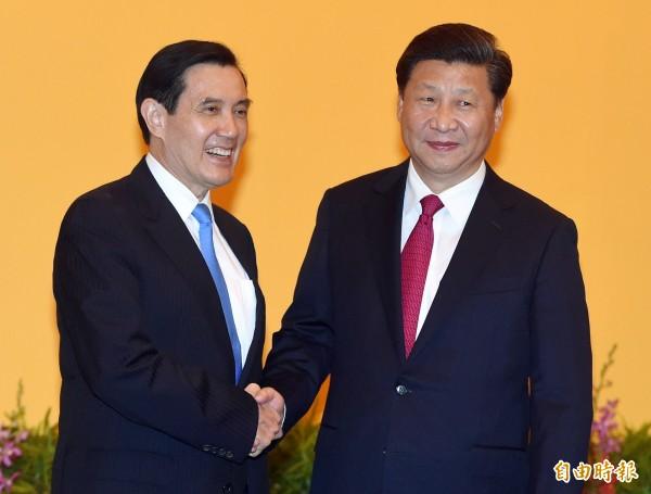 總統馬英九(左)與中國國家主席習近平(右)會面。(資料照,記者廖振輝攝)