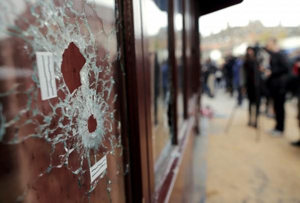 法國巴黎發生恐怖攻擊事件,至少造成129人死亡,逾300人受傷。有媒體驚爆,激進組織伊斯蘭國所使用的武器,大多從中國購買。(路透)