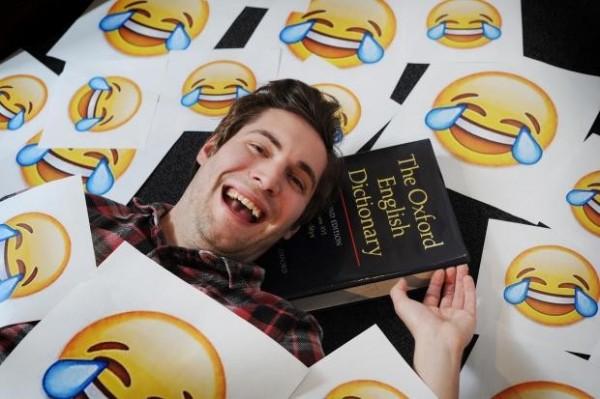 牛津詞典今天(17日)公布2015年的年度詞彙,由表情符號「笑哭了」獲勝。(取自《Oxford Mail》)