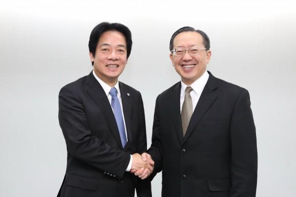 賴清德與國貿局副局長徐大衛攜手,共同推動台南會展中心。(圖由南市府提供)