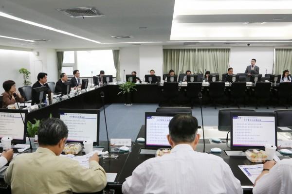 國貿局拜訪南市府,討論興建大台南會展中心的規劃。(圖由南市府提供)