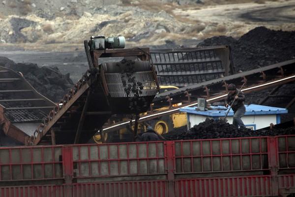 蒙古將賣煤炭給中國,引發蒙古礦業工會不滿。(美聯社)
