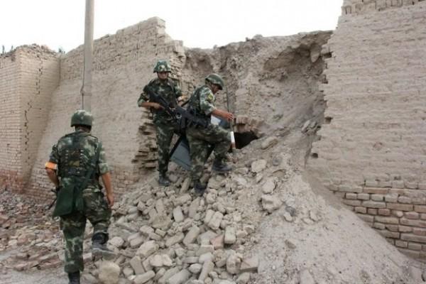 中國軍警日前在新疆炸死了17個人,聲稱他們是打擊恐怖份子,但世界維吾爾代表大會表示,「反恐」已再次演變成鎮壓維吾爾人的政治工具。(資料照,法新社)