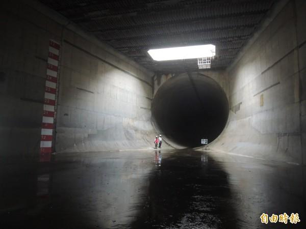 員山子分洪隧道內部模樣首度曝光。(記者湯佳玲攝)