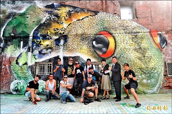 「POW!WOW!TAIWAN!國際藝術盛會」,國內外塗鴉大師街頭彩繪驚艷台南。(記者劉婉君攝)