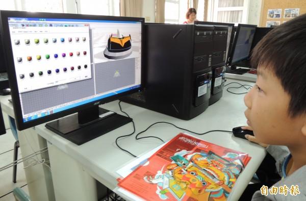 小朋友實際操作軟體體驗製作動畫,很喜歡。(記者楊金城攝)