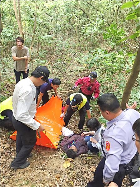 77歲阿嬤失蹤7天後,昨天被發現躺在彰化花壇鄉山區陡峭斜坡上,奇蹟生還。(記者湯世名翻攝)
