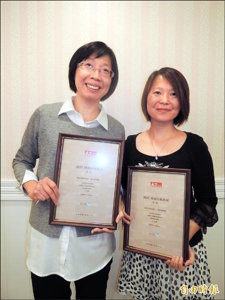 楊淑娟(右)、賴玉敏樂當閱讀教育推手,獲選年度閱讀典範教師。(記者翁聿煌攝)