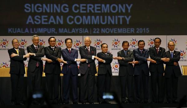 東南亞國家國協峰會22日正式簽署成立「東協經濟共同體」,此後總人口6億2500萬、經濟總值達2.6兆美元的東協,將成為全球第7大經濟體。(美聯社)