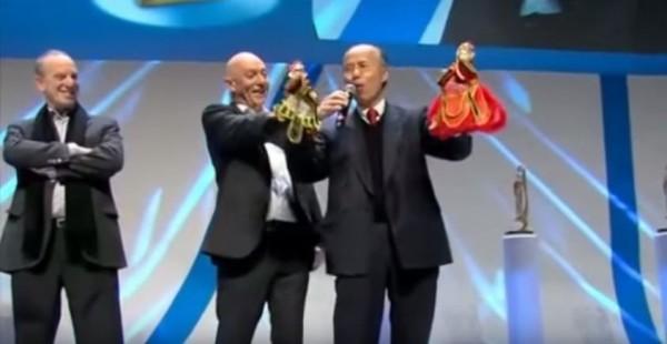 呂慶龍在法國的企業奧斯卡頒獎典禮上,用幽默的法國布袋戲雙簧,驚艷全場。(圖擷取自youtube)