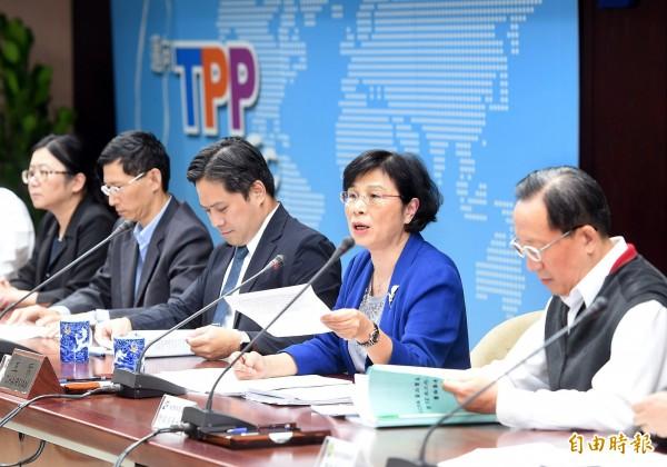 ECFA貨貿協議第12次協商今天(23日)結束,經濟部國貿局長楊珍妮(右二)舉行記者會說明貨貿談判。(記者方賓照攝)