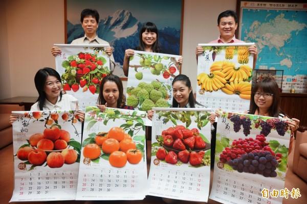 行政院南部服務中心,以台灣水果製作月曆。(記者劉禹慶攝)