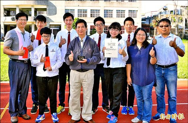 公東高工參加唐獎基金會舉辦的高中職青年學子創意提案競賽,拿下全國金獎。(記者黃明堂攝)