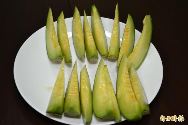 新品種洋香瓜「高雄1號─綠帝」果肉呈現綠色。(高雄農改場提供)