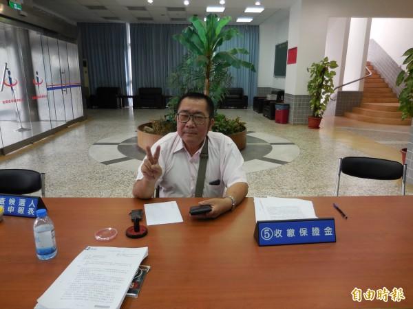 澎湖立委選舉登記,出現神秘人物黃漢東,以台灣工黨名義投入選戰。(記者劉禹慶攝)
