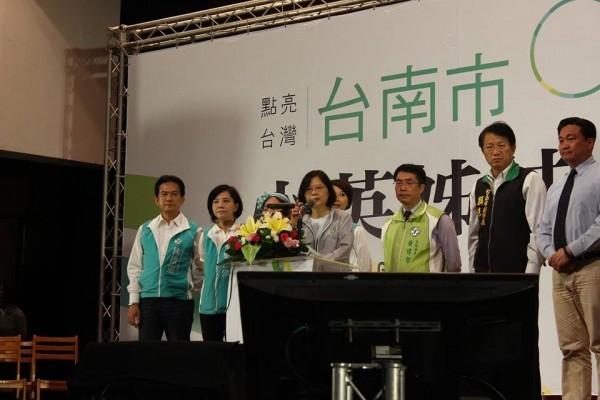 民進黨市黨部樂見社會改革決心,並重申爭取台南在全國最高得票率的努力目標。(陳亭妃競選服務處提供)