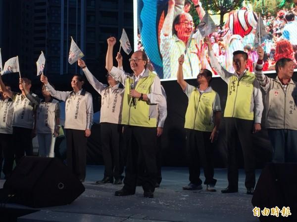 民進黨黨團總召柯建銘(中)今天舉辦「埔頂聯里後援會」成立大會。(記者王駿杰攝)