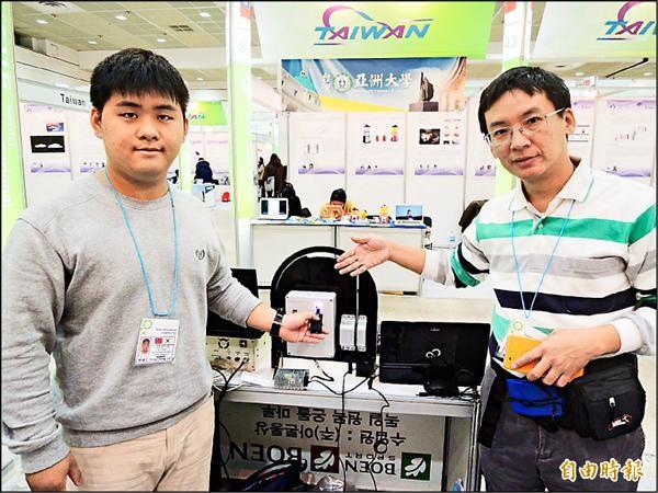 高雄海洋科技大學的「以光為媒介之電子鎖匙」,獲韓國國際發明展首獎。(記者湯佳玲攝)