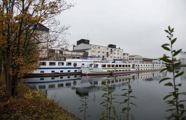 德國目前在多特蒙德市(Dortmund)用了兩艘於1970年代退役的郵輪,一共收容了180個難民。(歐新社)