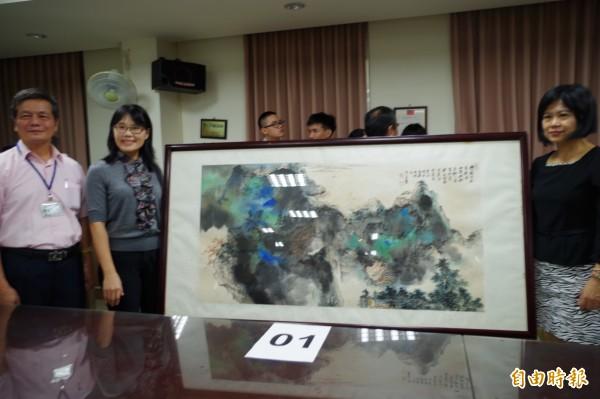 行政執行署嘉義分署今天拍賣真偽不明的張大千畫作。(記者王善嬿攝)