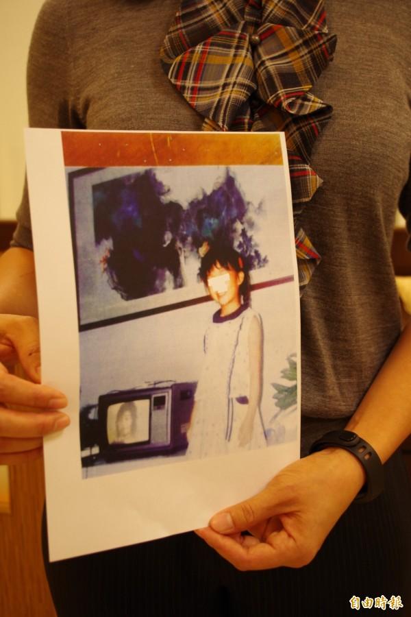 嘉義分署查扣該幅畫作時,義務人的媳婦曾提供照片,證明畫作幾十年前就掛在家裡收藏。(記者王善嬿攝)