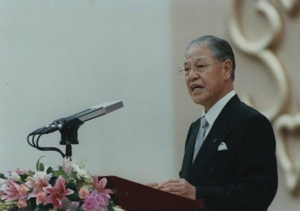 李登輝當選中華民國第九任總統,於宣誓就職後,在桃園縣巨蛋體育館,發表就職演說。(中央社)