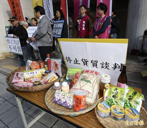 經濟民主連合表示目前有368項管制中國進口的動物及製品,農委會不應只挑狗肉澄清,應一併澄清是否開放中國貨進品。(資料照,記者陳志曲攝)