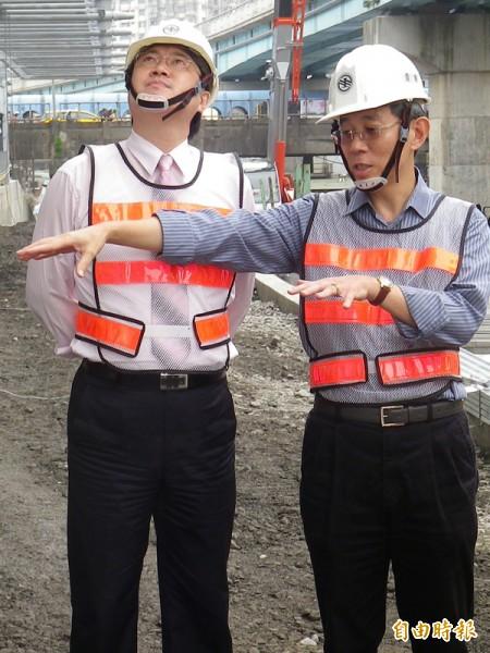 市長林右昌(左)表示,希望拆遷補償比較符合現況,照顧市民應有權益、減少損失。(資料照,記者盧賢秀攝)