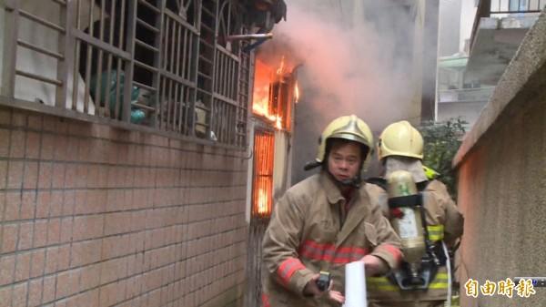 基隆市呂姓屋主的民宅因冷氣機排水器裝設不良,導致冷氣機在元旦凌晨自燃引發大火,室內裝潢和家具幾乎全毀。圖與本新聞無關。(資料照,記者林嘉東攝)