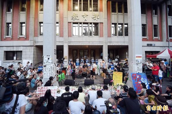 反黑箱課綱學生今年8月間發起佔領教育部活動。(資料照,記者方賓照攝)