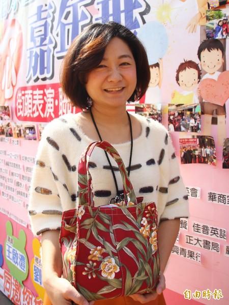 林怡菁因鄉親的支持,決定將愛心嘉年華延續到第12年。(記者林宜樟攝)