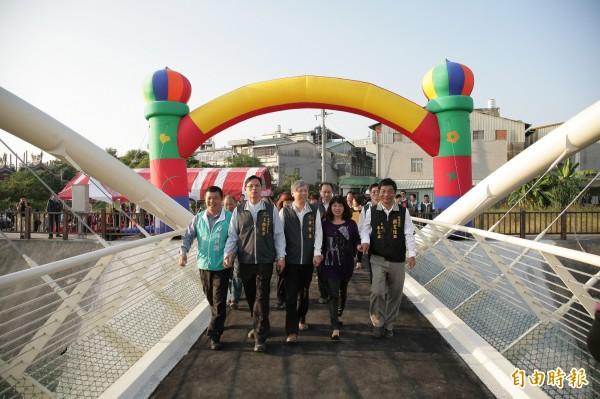 柳康橋透過網路票選,決定取名柳康橋,意為「柳川上的健康之橋」。(記者何宗翰攝)