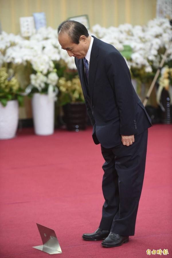 立法院長王金平今天下午前往自由廣場大樓弔唁,他表示,林榮三不幸辭世,是整個社會、國家的損失,他一生勤奮向上,崇信自由,堅持台灣主體,對社會的關懷毫不保留,令大家感佩。(記者劉信德攝)