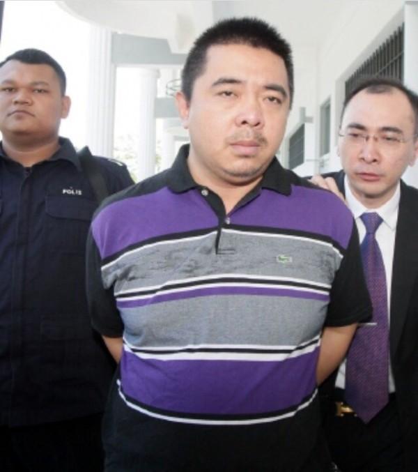 中國遊客鄭豪開玩笑太過火,在馬來西亞登機放置行李時,宣稱在行李放了炸彈,引起機組人員和乘客恐慌。(圖取自《東方網》)