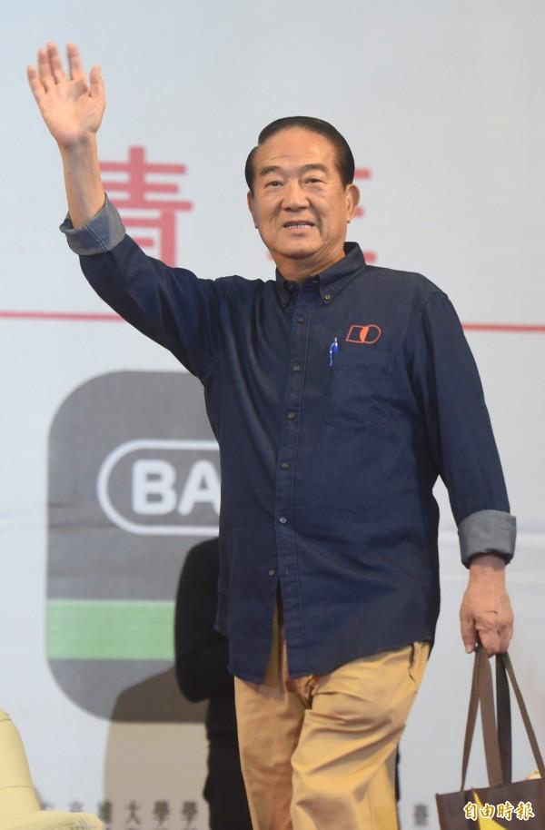 宋楚瑜指出,解決22K要從產業轉型開始,台灣產業必須要從目前的代工方式創造新的產業。(記者簡榮豐攝)