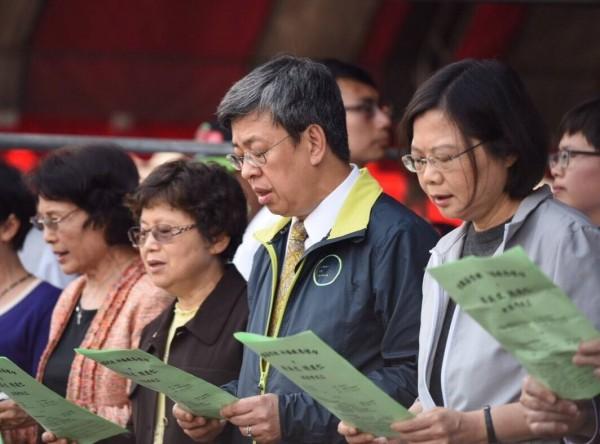 民進黨正副總統候選人蔡英文、陳建仁昨一同出席全國基督教後援會成立大會,小英今日表示,政治人物的權力只是向人民借來的,而使用權力是要了去推動一個更美好的社會。(圖擷自「蔡英文 Tsai Ing-wen」臉書)