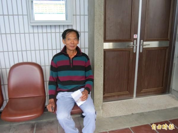 (記者楊政郡攝)抗議天王柯賜海因麵包蟲事件被傳喚到台中地檢署。