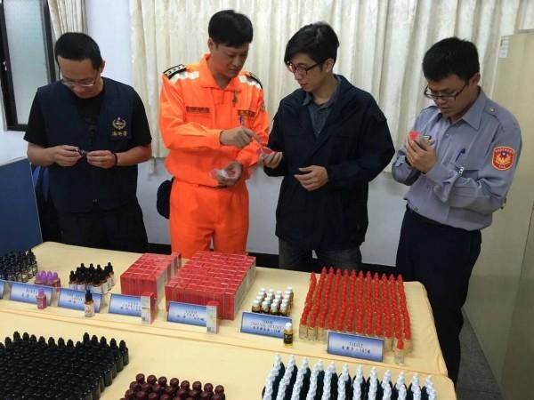 海巡署查獲多種口味電子菸油。(記者洪臣宏翻攝)