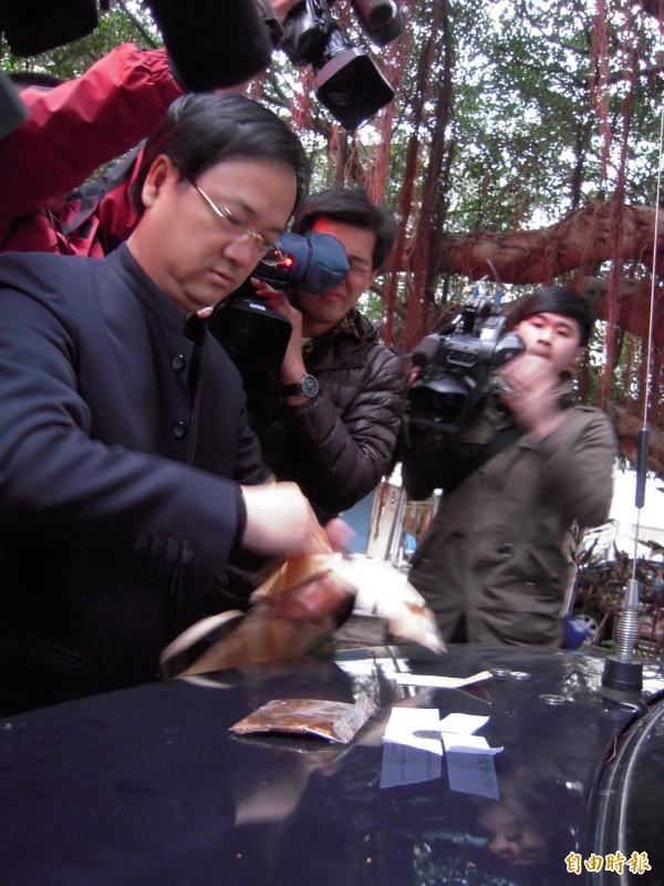 命理老師江柏樂也被寄「麵包蟲」恐嚇信,趕緊報案。(資料照,記者陳恩惠攝)