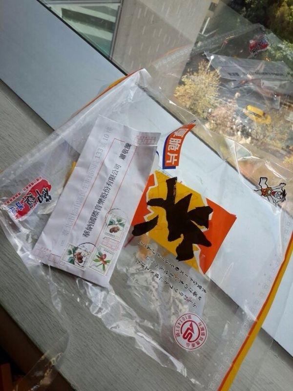 蕭敬騰所屬華納唱片公司收到署名給蕭敬騰的信封,裡面裝了麵包蟲、冥紙(資料照,華納提供)