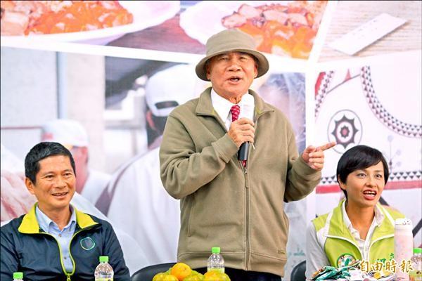 前民進黨主席林義雄昨赴高雄替綠營立委候選人邱議瑩等人輔選。(記者陳祐誠攝)