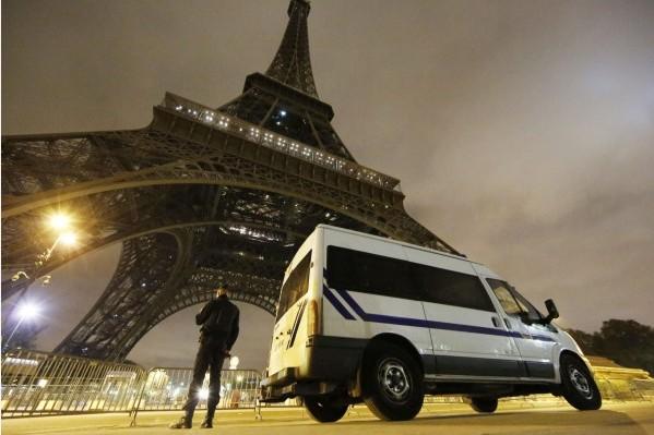 預言家萬加(Baba Vanga)生前曾預言,歐洲將於2016年遭IS入侵。圖為法國巴黎當地時間11月13日晚間發生連環恐怖攻擊事件。(歐新社)