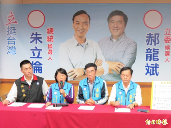 國民黨立委郝龍斌總部10日召開記者會,呂美玲指誰再說郝柏村涉及軍宅買賣,就要提告。(記者俞肇福攝)
