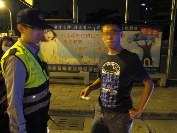 警方於鳥松所對面查獲K他命。(記者黃旭磊翻攝)